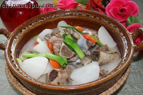 米汤骨头炖萝卜
