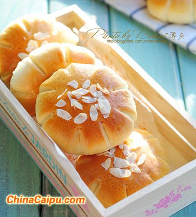 花儿豆沙面包