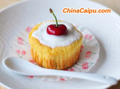 樱桃酸奶纸杯蛋糕