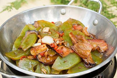 干锅腊肉莴笋