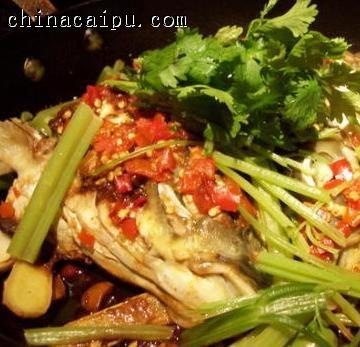 黄焖辣味连锅鱼头