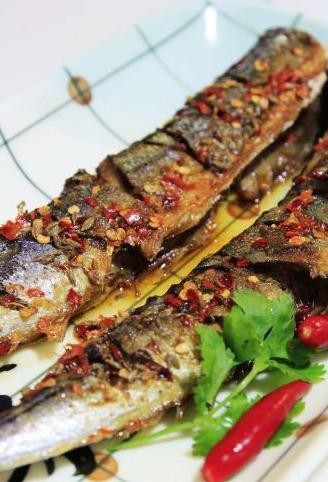煎烹秋刀鱼