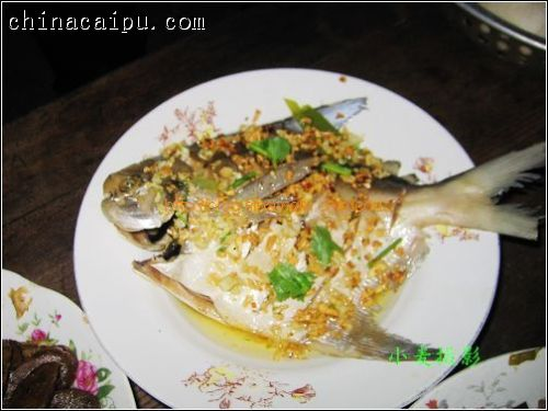 蒜蓉鲳鱼的做法